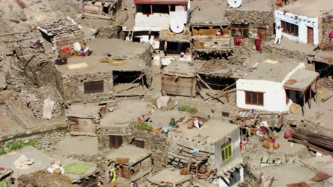 pakistan: moutain village - tal stock-videos und b-roll-filmmaterial