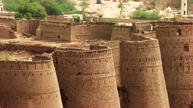 Pakistan : Royal mosque in the fort of Derawar