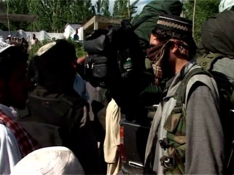 pakistan sent fresh troops to the volatile swat valley on friday after ordering the army to eliminate extremists battling government forces for... - valle video stock e b–roll