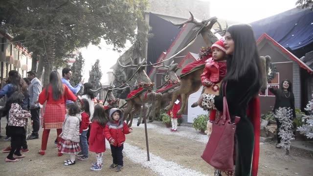 Pakistani Christians attend Christmas prayer at Cathedral Church in Rawalpindi Pakistan on December 25 2016 Pakistani Christians attend Christmas...