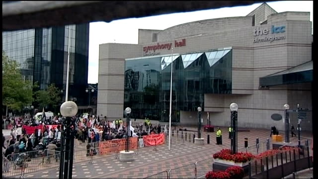 pakistani president asif ali zardari speech in birmingham disrupted by protestors england birmingham ext various shots of demonstrators waving... - 2010 video stock e b–roll