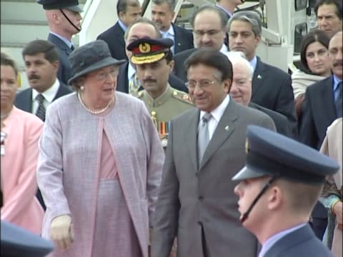 pakistani president pervez musharraf walks through raf guard of honour at the start of a political visit to london - britisches militär stock-videos und b-roll-filmmaterial