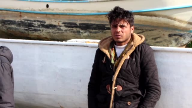 vídeos de stock e filmes b-roll de pakistani refugees were captured by turkish coast guards while they were illegally trying to reach greece's kos island through the aegean sea in... - crise de migrantes europeia 2015 2016