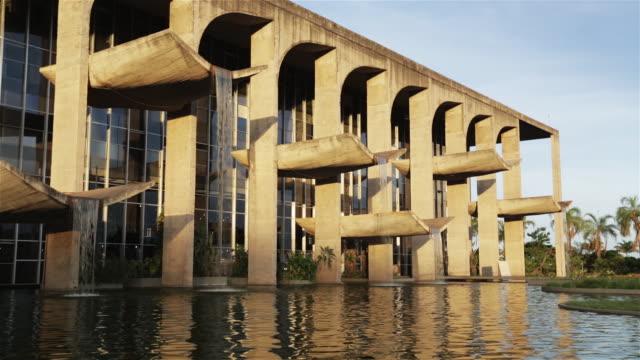 ms palace of justice / palacio da justica / brasilia, brazil - beton stock-videos und b-roll-filmmaterial