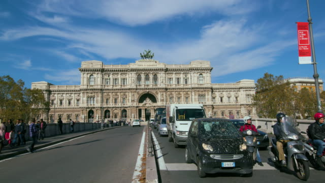 palace of justice & pedestrian crossing, rome, italy - furgone video stock e b–roll