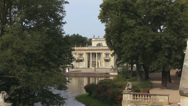 ms, ha, zi, palace on the water (palac na wodzie), lazienki palace, warsaw, poland - 18th century style stock videos & royalty-free footage