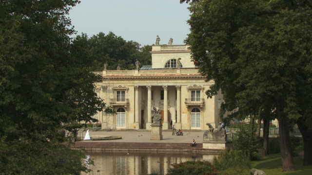 ms, ha, zo, palace on the water (palac na wodzie), lazienki palace, warsaw, poland - 18th century style stock videos & royalty-free footage