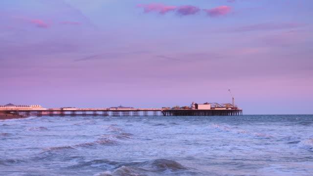 夕暮れ時のブライトン埠頭 - ブライトン パレスピア点の映像素材/bロール