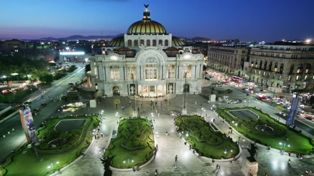T/L, WS, HA, Palacio de Bellas Artes illuminated at dusk, Mexico City, Mexico
