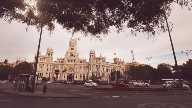 vídeos y material grabado en eventos de stock de palacio de comunicaciones en plaza de cibeles, madrid, españa - town hall