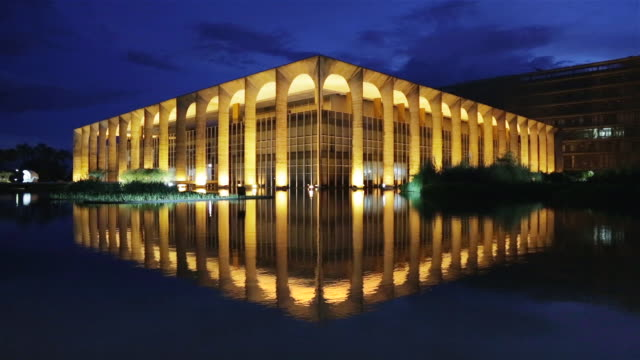 ws palacio itamaraty / itamaraty palace at dusk / brasilia, brazil - brasilia stock videos and b-roll footage