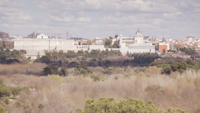 vídeos de stock e filmes b-roll de palacio real in madrid, spain. - antigo