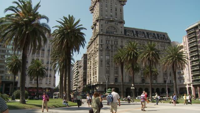 vídeos y material grabado en eventos de stock de a palacio salvo, uruguay - montevideo
