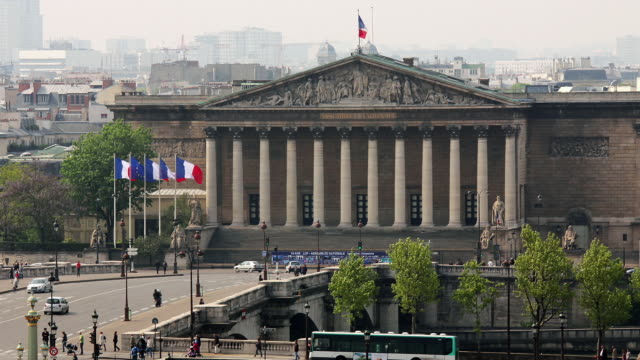 stockvideo's en b-roll-footage met t/l zo ws ha palais bourbon and place de la concorde / paris, ile de france, france - franse vlag