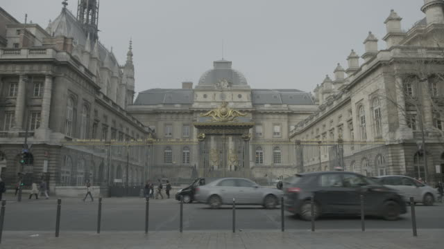 palais de justice, paris - palazzo di giustizia video stock e b–roll