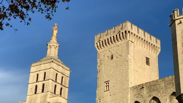 vidéos et rushes de palais des papes in avignon - château