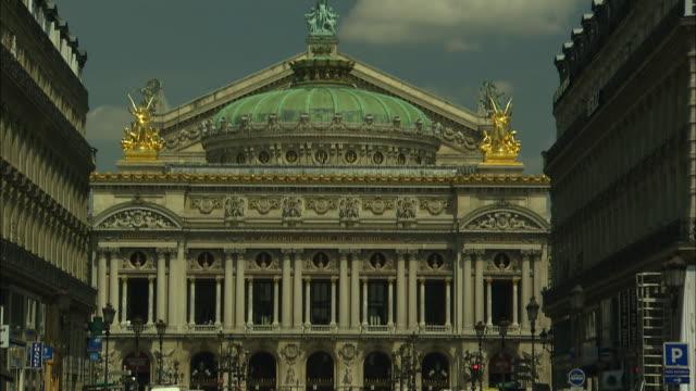 stockvideo's en b-roll-footage met palais garnier, paris, france - operahuis