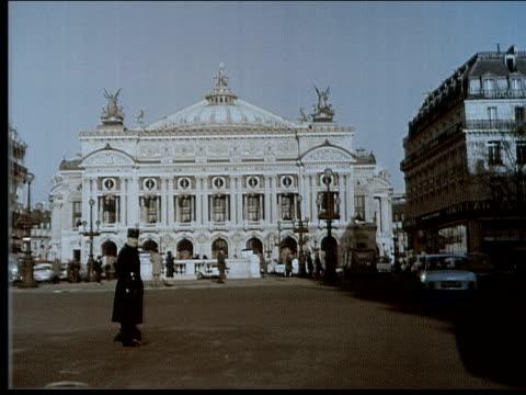 1965 palais garnier, paris - opernhaus stock-videos und b-roll-filmmaterial