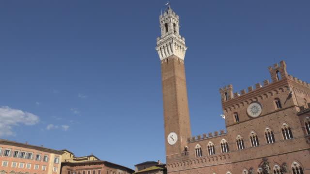 td / palazzo pubblico, piazza del campo, torre del mangia - campo stock videos & royalty-free footage
