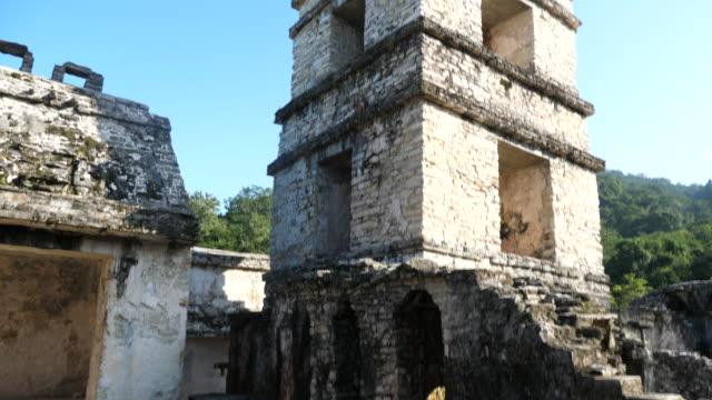 vídeos de stock e filmes b-roll de palenque, the palace, view of a courtyard and the four story tower - palenque
