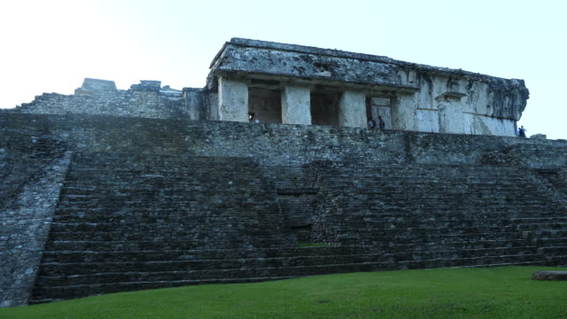 vídeos de stock e filmes b-roll de palenque, view of the palace - palenque