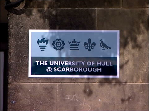 dinosaur skeleton found in filey unveiling england yorkshire scarborough ext sign for 'university of hull @ scarborough' - 英国スカーブラ点の映像素材/bロール