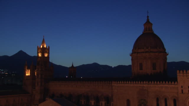 """palermo cathedral at dusk with fireworks in background - """"bbc universal"""" video stock e b–roll"""