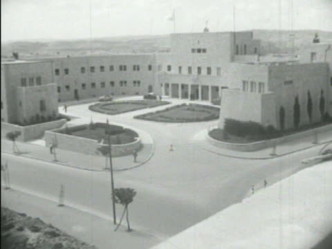 palestine zionist executive building w/ front courtyard daniel sieff research institute vs chemists scientists researching working inside dr chaim... - 1938 stock-videos und b-roll-filmmaterial