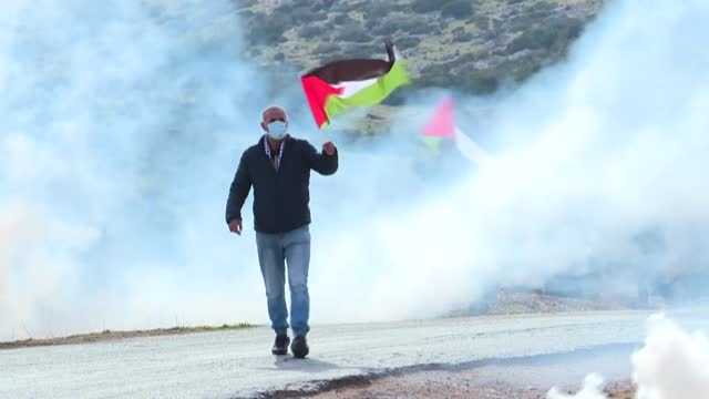 palestinian demonstrators clash with israeli soldiers during a protest against jewish settlements in the jordan valley in the israeli-occupied west... - army soldier stock videos & royalty-free footage