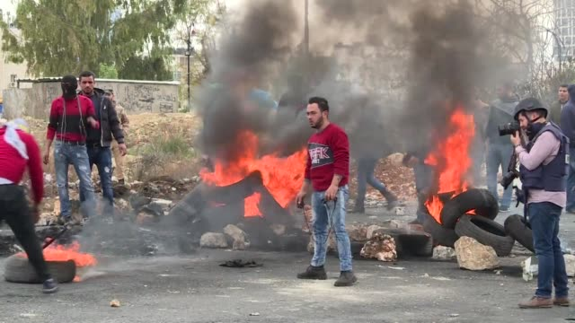 stockvideo's en b-roll-footage met palestinian demonstrators in the west bank clashed with israeli security forces friday near the dco checkpoint as part of continued protests against... - israëlisch palestijns conflict