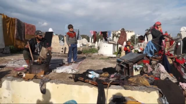 palestinian families live at cemeteries after they lost their homes during israeli attacks on gaza on summer monthsin gaza city gaza on 9 january 2015 - religiöse stätte stock-videos und b-roll-filmmaterial