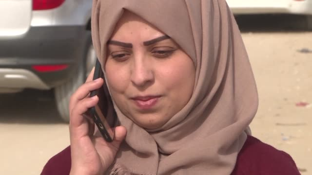 vídeos de stock e filmes b-roll de palestinian journalist hajar harb talks with a lawyer outside the court complex in gaza city prior to her appeal after she was sentenced in her... - crime or recreational drug or prison or legal trial