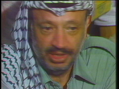 palestinian leader yasir arafat says the palestinians have the right to live as other people are living in their independent states. - grecia stato video stock e b–roll