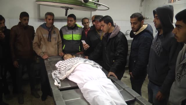 stockvideo's en b-roll-footage met palestinian man has succumbed to his wounds sustained during clashes with israeli forces along the border between the gaza strip and israel earlier... - israëlisch palestijns conflict