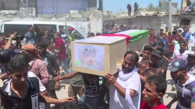 palestinian mourners carry the bodies of 23 year old enas khammash and her 18 month daughter bayan who were killed in an israeli airstrike during... - 18 23 months stock videos & royalty-free footage