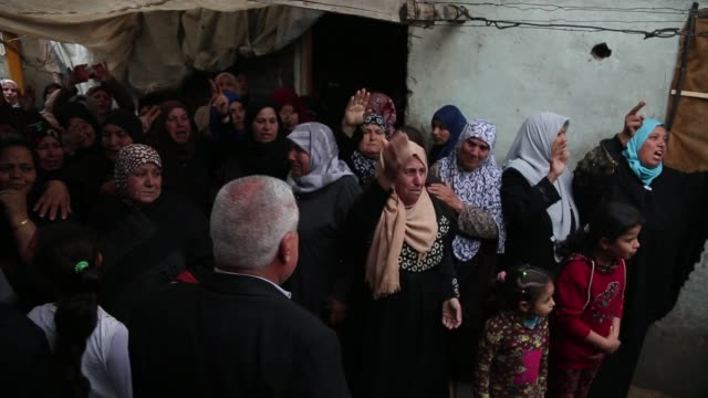 palestinian mourners carry the body of zakaria alkafarneh who was killed during clashes with israeli troops during his funeral in beit hanoun in the... - israel palestine conflict stock videos & royalty-free footage