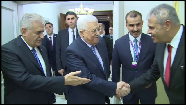 palestinian president mahmoud abbas meets with turkish prime minister binali yildirim at cankaya palace in capital ankara on october 24, 2016. - トルコ首相点の映像素材/bロール