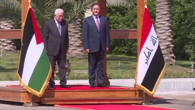 vídeos de stock, filmes e b-roll de palestinian president mahmud abbas visits iraq to meet with iraqi president barham saleh in baghdad - bagdá