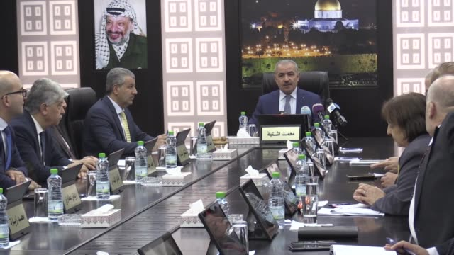 palestinian prime minister mohammad shtayyeh chairs an emergency cabinet meeting in ramallah, west bank on november 20, 2019. - prime minister stock-videos und b-roll-filmmaterial