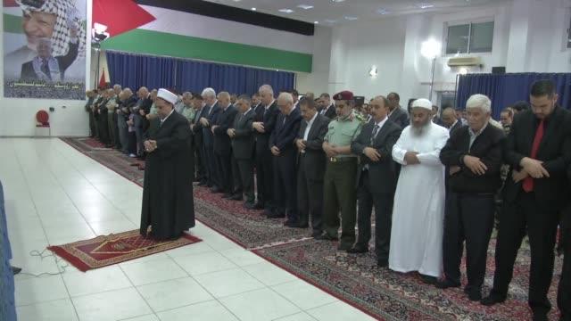 vídeos de stock, filmes e b-roll de palestinian prime minister rami hamdallah participated in prayers marking eid al fitr in ramallah on monday later placing flowers in memory of... - ramallah