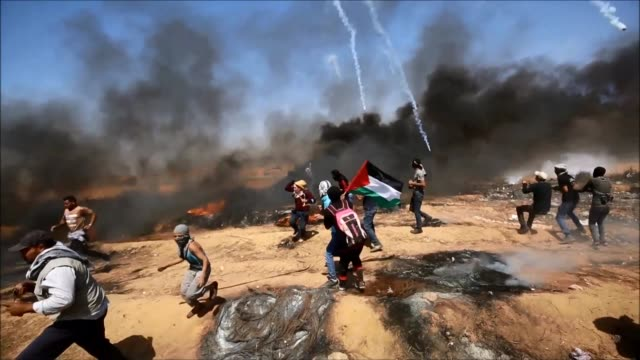 palestinian protestors demonstrate at the border between gaza and israel for a seventh consecutive friday burning tyres and flying kites with molotov... - palestinian stock videos & royalty-free footage