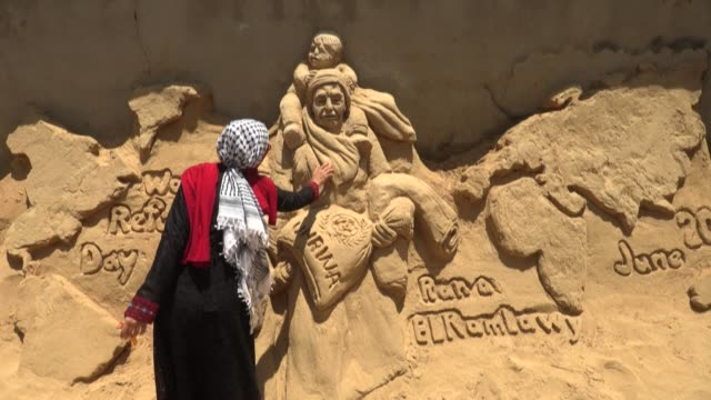 GZA: Palestinian artist carves sand sculpture for World Refugee Day