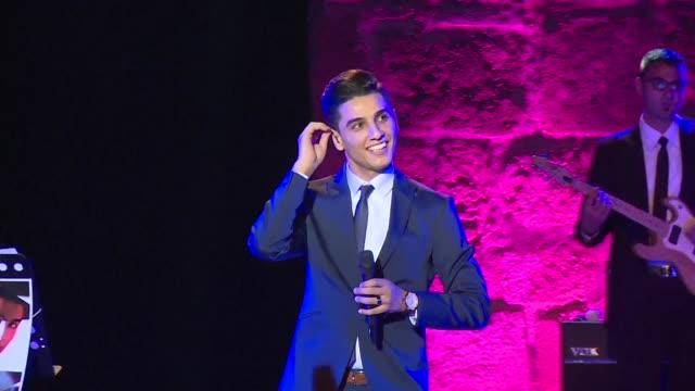vídeos y material grabado en eventos de stock de palestinian singer mohamed assaf performs during 51st session of the carthage international festival at the roman theatre in the tunisian capital... - anfiteatro