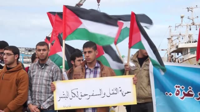 palestinian students hold a protest demanding the lifting of israel's land air and sea blockade on the gaza strip since 2007 and the opening of the... - fordern stock-videos und b-roll-filmmaterial