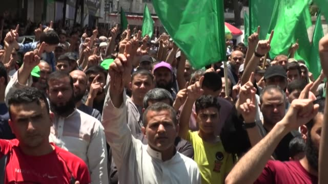 palestinian supporters of hamas attend a rally against israel's west bank annexation plans, in rafah in the southern gaza strip, a day after rival... - palestinian stock videos & royalty-free footage
