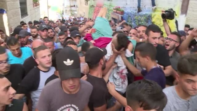 stockvideo's en b-roll-footage met a palestinian was killed by israeli fire in an east jerusalem neighbourhood friday when clashes broke out the palestinian health ministry said in the... - oost jeruzalem