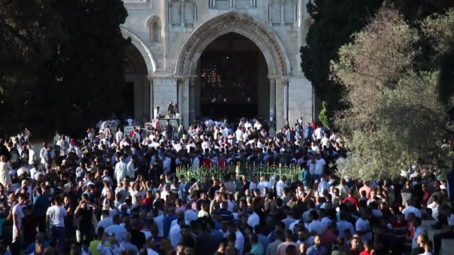 palestinian worshipers perform eid prayer and exchange greetings at jerusalem's flashpoint alaqsa mosque complex on the first day of the muslim... - al aqsa mosque stock videos and b-roll footage