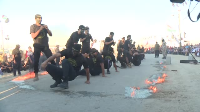 stockvideo's en b-roll-footage met palestinian youth chant slogans and carry wooden rifles as they take part in a military style graduation ceremony organised by the islamic jihad... - palestijnse cultuur