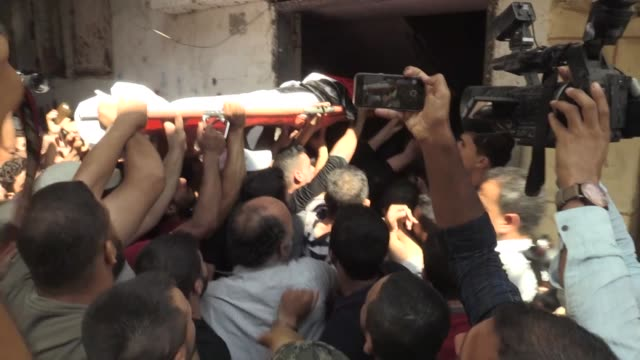 palestinians attend the funeral of fayez abu al-sadiq who was martyred by israeli gunfire in the northern gaza strip, on september 25, 2018 in gaza.... - historical palestine stock videos & royalty-free footage
