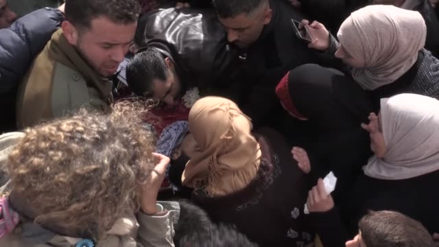 Palestinians carry the dead body of 17yearold Musab Firas Tamimi who was killed after Israeli soldiers opened fire during the funeral ceremony in...
